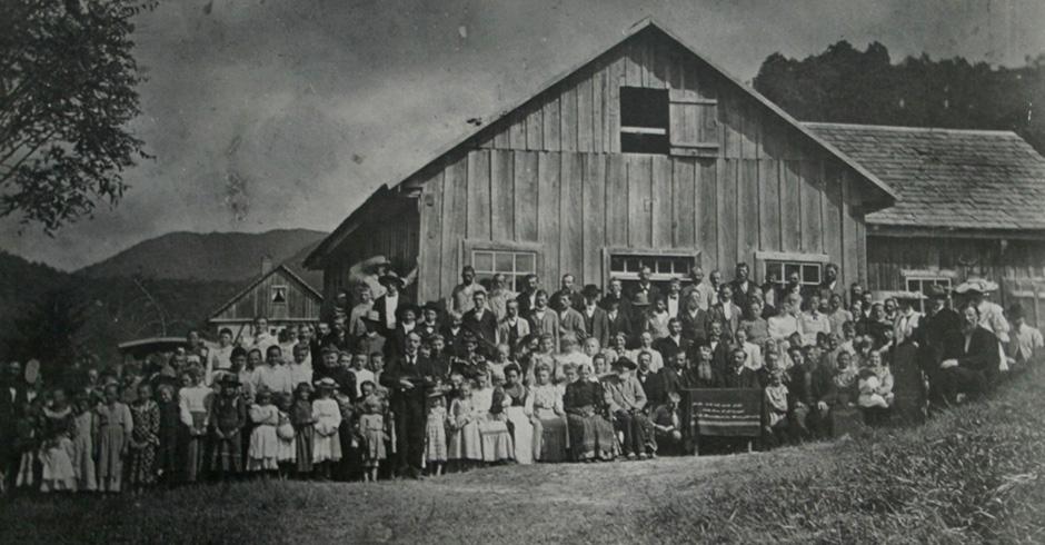 Igreja de Gaspar Alto, SC, ocasião da Segunda Conferência do Estado, por volta de 1906